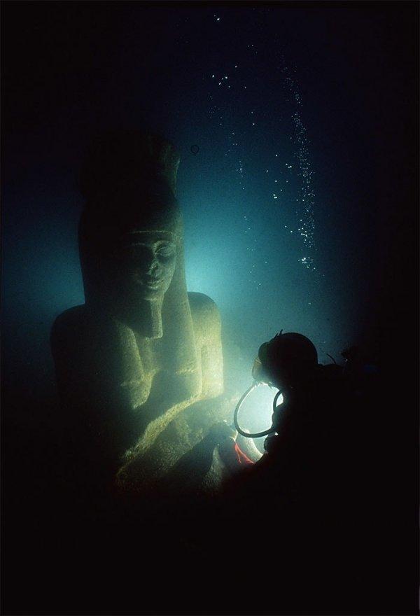 Найденная древнеегипетская статуя в затонувшем городе Гераклион