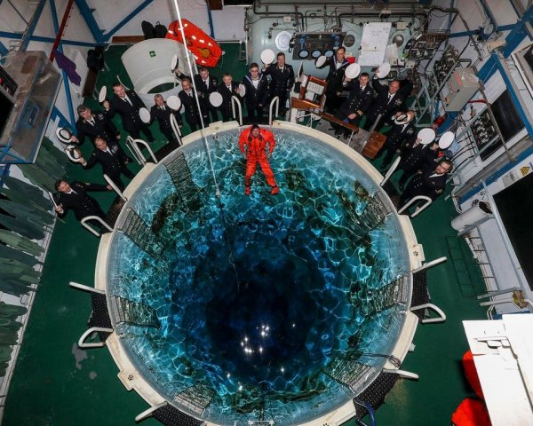 Так выглядит тренировочная вышка для отработки моряками сценария эвакуации с подводной лодки