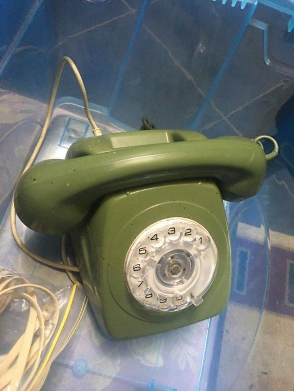 Обнаружил отлично работающий дисковый телефон при уборке