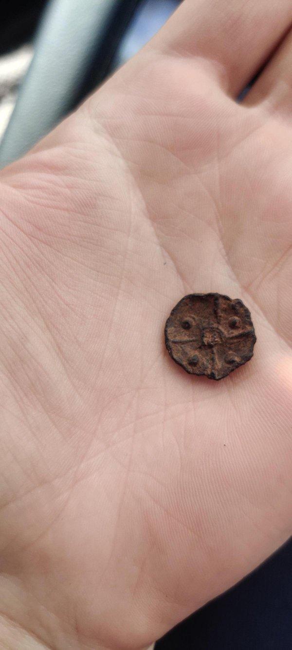 Во время похода по Франции нашла кусочек истории: римский гвоздь для обуви