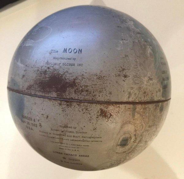 Получил в наследство от моей бабушки глобус Луны