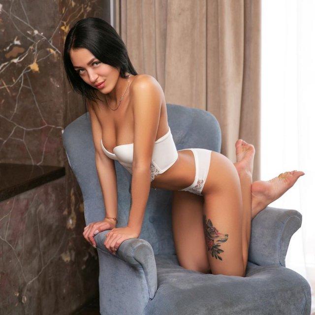 Порноактриса Кристина Лисина (Kris the foxx) в белом нижнем белье