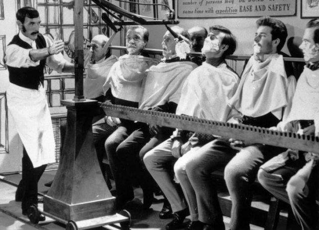 Машина для одновременного бритья 12 мужчин, 1967
