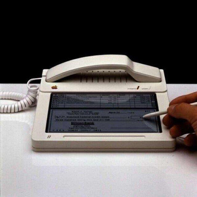 Прототип телeфона Apple с сeнсорным экрaном, 1983 год.