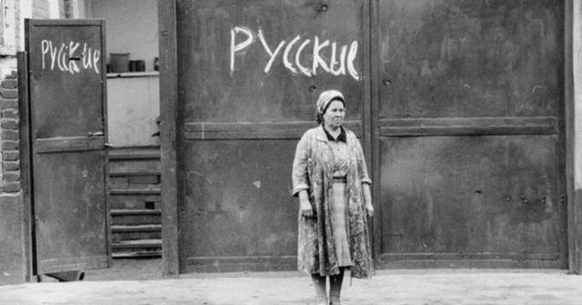 Русские пометили свой дом во время армянских погромов в Баку, 1990 год.