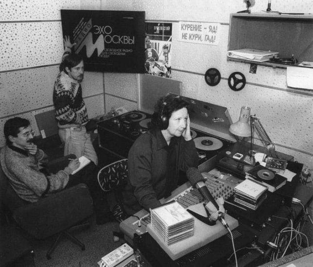 """Студия радиостанции """"Эхо Москвы"""" в доме на Никольской улице. Начало 90-х"""