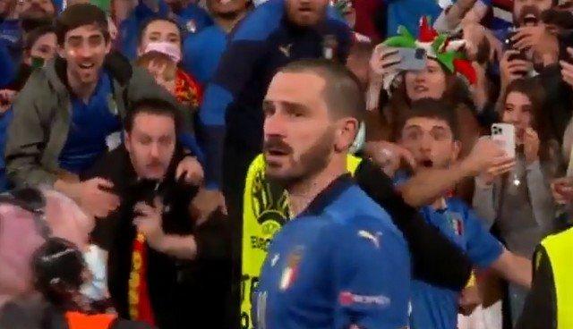 """Стюард на """"Уэмбли"""" перепутала празднующего победу Леонардо Бонуччи с итальянским фанатом"""