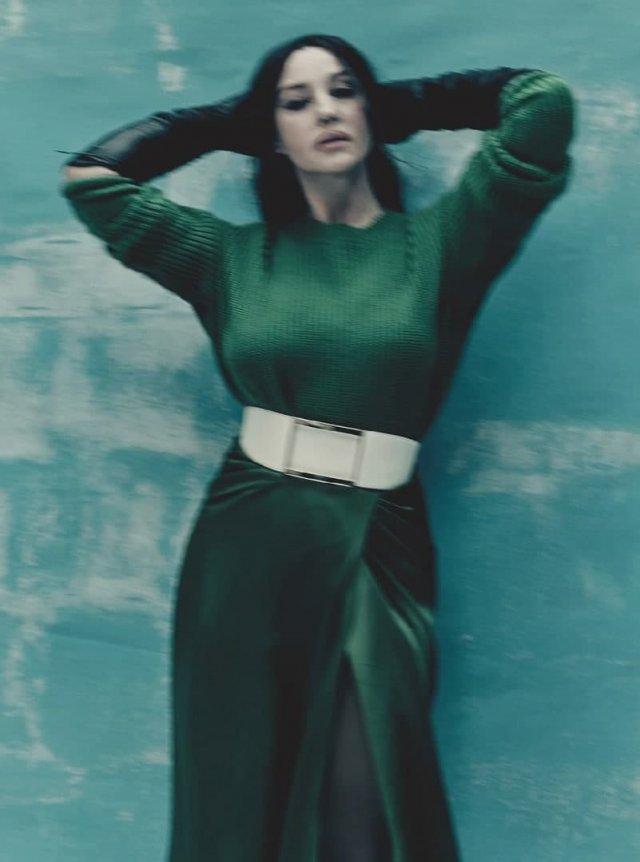 Моника Беллуччии в зеленом платье