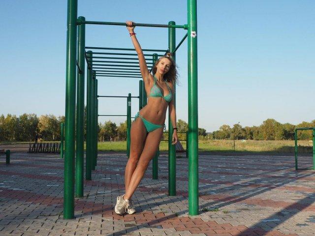 41-летнюю Анну Кураленко уволили за слишком откровенные снимки в соцсетях