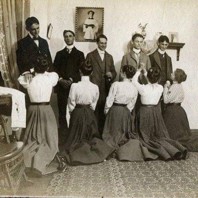 Этикет столетней давности. Дамы приглашают кавалеров на Белый Танец, 1900 г.
