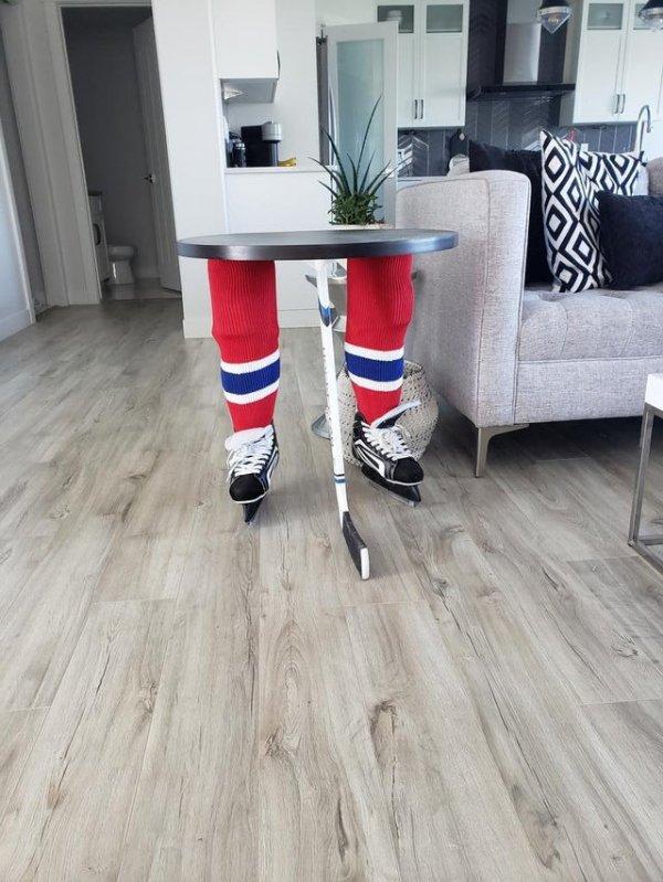 Обычный столик хоккейного болельщика