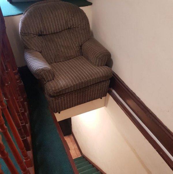 Кресло выглядит очень уютным, но место явно вызывает вопросы