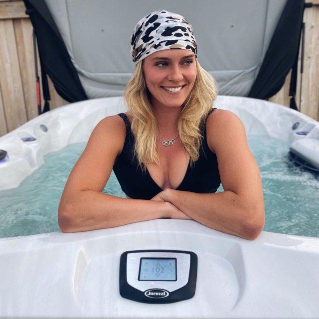 Алиша Ньюман - канадская прыгунья с шестом, которая зарегистрировалась в сети с платным контентом