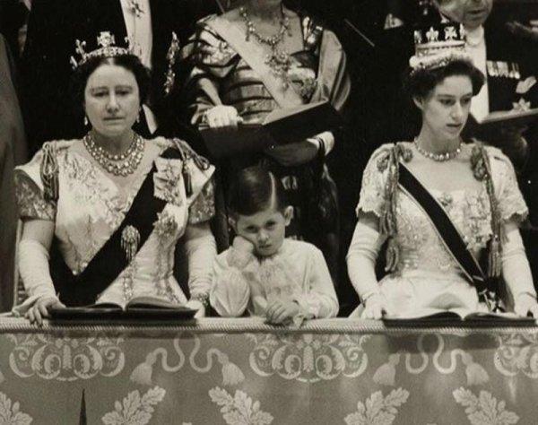 Принц Чарльз заскучал на коронации своей матери Елизаветы II, 1953 год