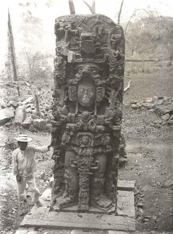 Древняя статуя Майя, которую обнаружили в джунглях Гондураса