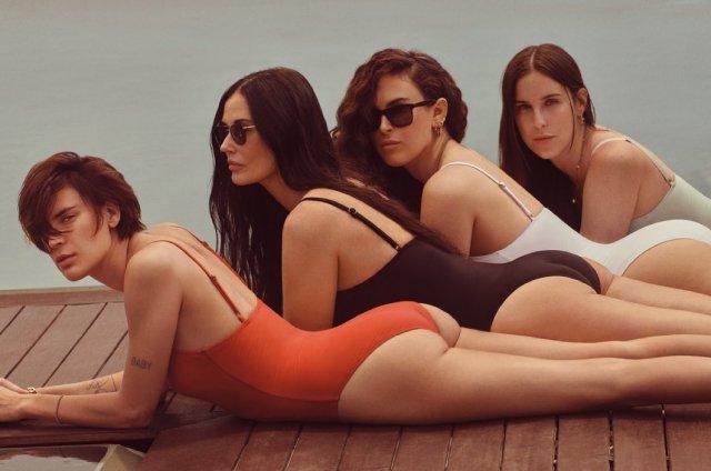 Деми Мур затмила трех дочерей в новой фотосессии