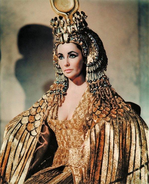 Плащ Клеопатры, который носила Элизабет Тейлор в одноимённом фильме 1963 года