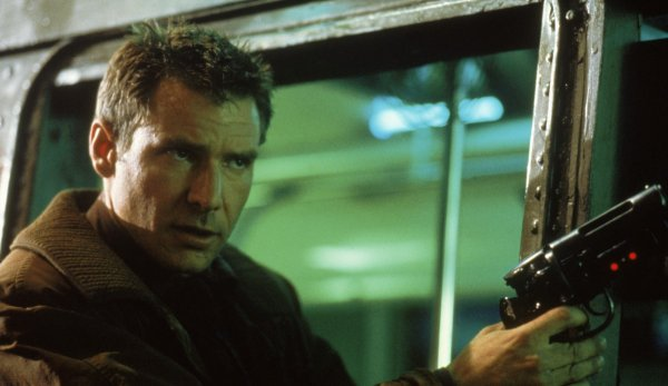 Пистолет Рика Декарта из «Бегущего по лезвию» (1982)