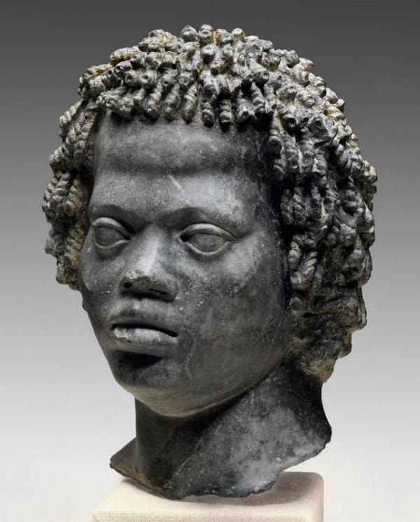 Бюст мужчины с жёсткими вьющимися волосами. Египет, 2 век до н.э.