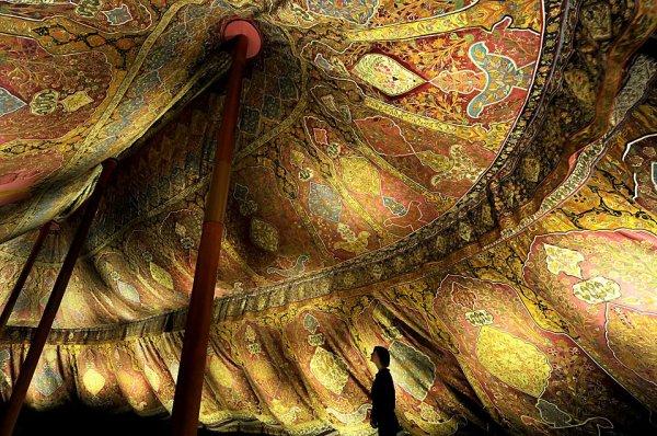 Османская трёхмачтовая палатка XVII века из шелка и позолоченной кожи
