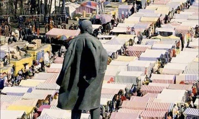 Ленин Рынок в Лужниках, 2000 год