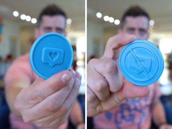 Монетка, которая помогает определиться, лайкать или нет посты в соцсетях