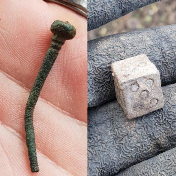 Римская булавка для одежды и свинцовые игральные кости, которые я нашёл недалеко от Кембриджа