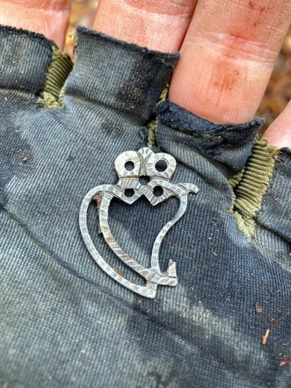 Традиционная шотландская серебряная брошь, которую я нашёл с помощью металлодетектора