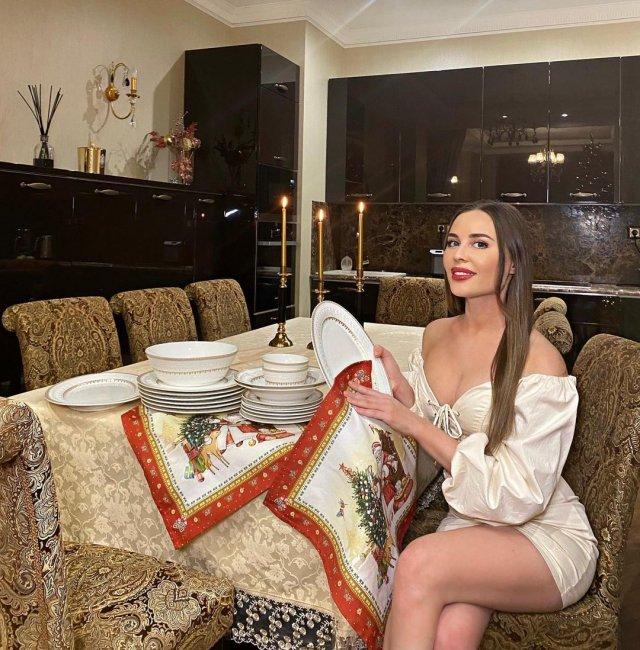 """Юлия Михалкова - отделилась от """"Уральских пельменей"""" и стала звездой юмора"""