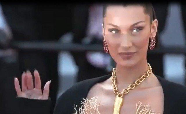 Супермодель Белла Хадид появилась в Каннах в позолоченном ожерелье в виде человеческих легких