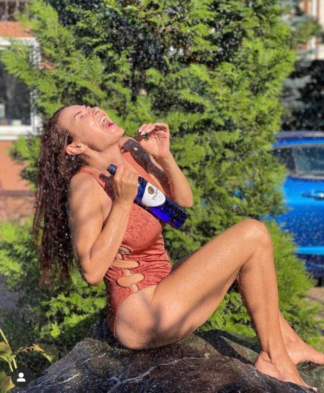 Российские знаменитости в купальниках