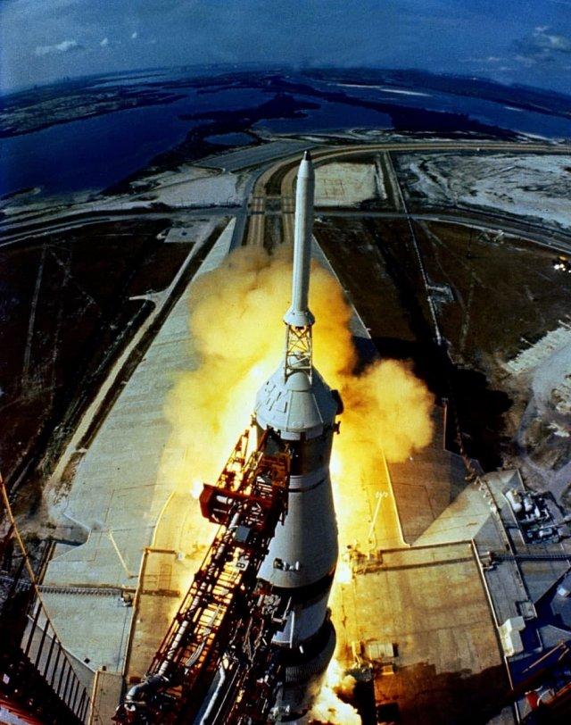 Аполлон-11 уходит в историю 16 июля 1969 года.