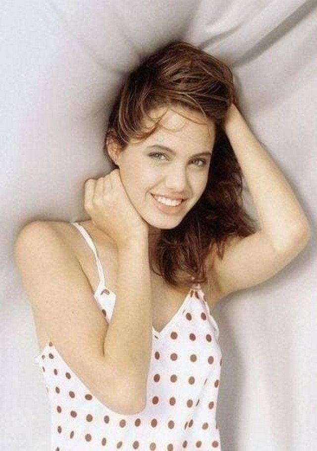 15-лeтняя Анджeлина Джoли, 1990 год.