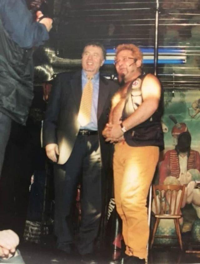 Владимир Жириновский и Роман Трахтенберг в клубе «Хали-Гали».. Санкт-Петербург, 1998 год.