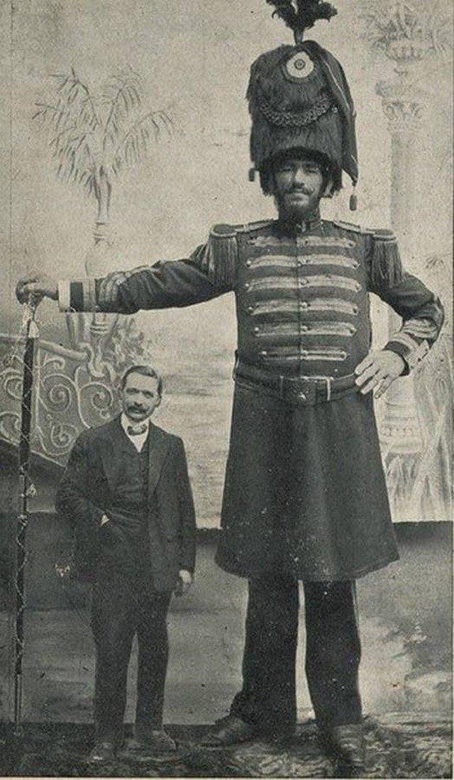 Жосе Дюсорк в возрасте 21 года, 1905 год. Рост 2,28 метра. Размер обуви 62