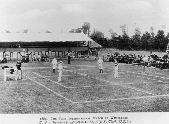 Первый международный теннисный матч состоялся в Уимблдоне, Лондон, в 1883 году.