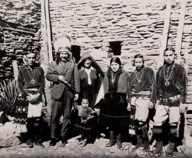 Альберт Эйнштейн в Гранд КаньонеСША, 1922 год