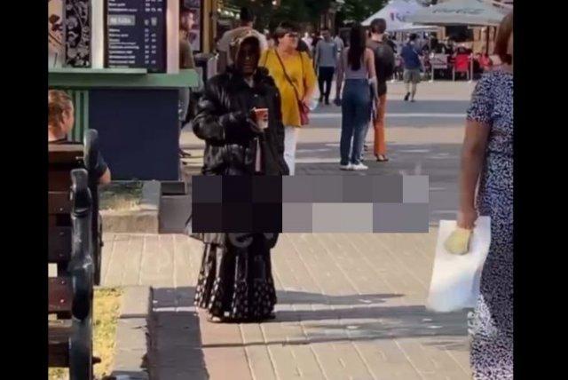 В Киеве мужчина притворялся бабушкой, чтобы собирать деньги