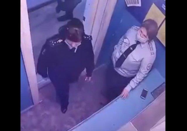 Сотрудница полиции забыла про патрон в стволе пистолета