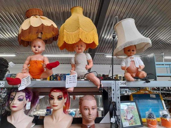 Пугающие лампы из комиссионного магазина в Рандерсе, Дания