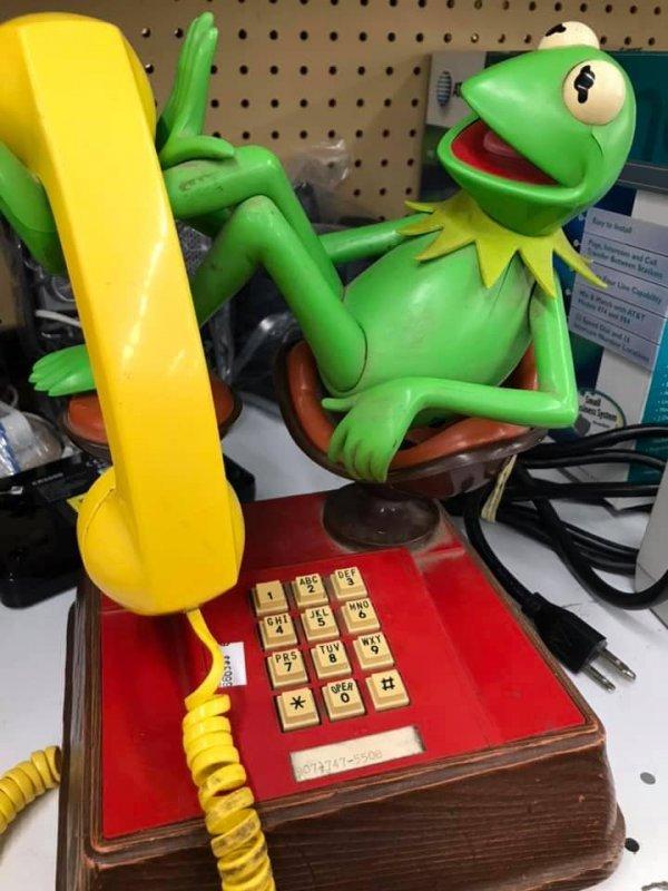 Не знаю, какой интерьер мог бы дополнить этот телефон, но это невероятная находка