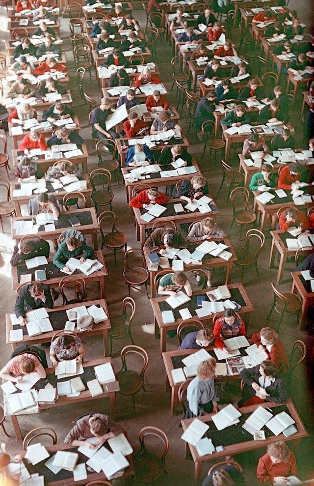 Студенты в библиотеке Томского университета, Томск, СССР, 1956 год.