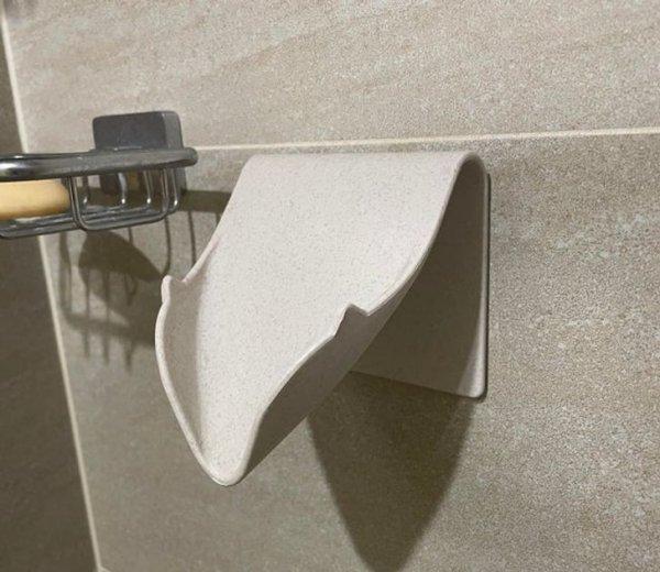 «Для чего нужен этот держатель в ванной? Кажется слишком широким для мыла»