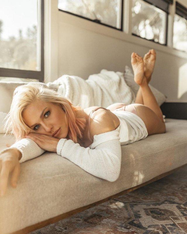 Шарна Берджесс - новая девушка Брайана Остина Грина, которую лайкает сама Меган Фокс
