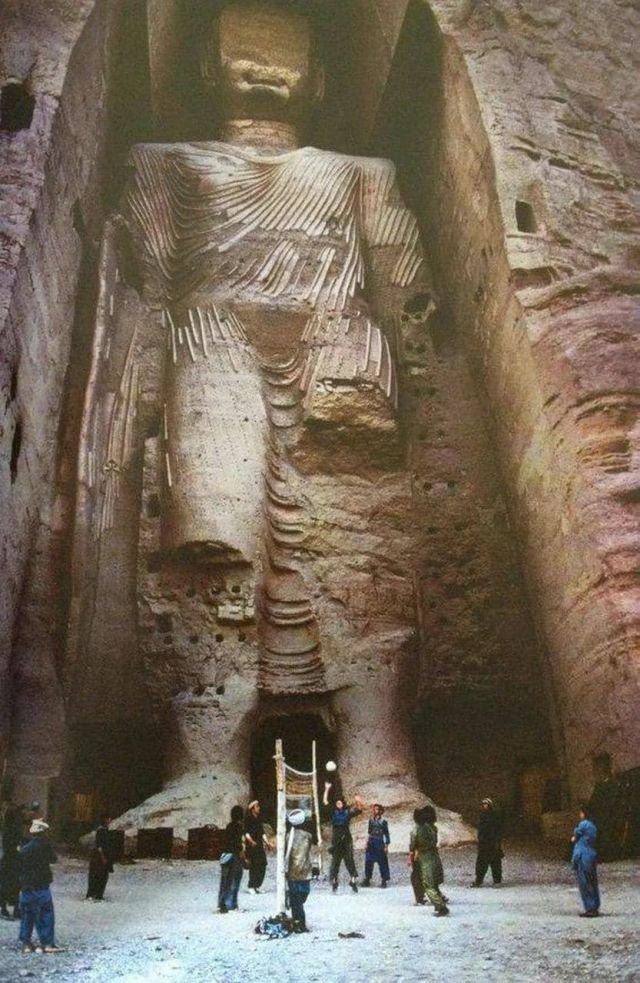 Статуя Будды в Афганистане до ее разрушения в 1992 году
