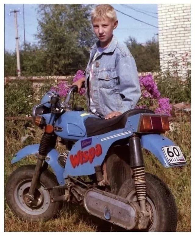 Модный парень с мотоциклом Wispa, 90-е