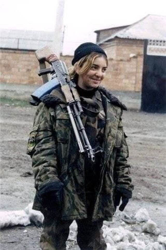 Девушка боевик с РПК в Грозном, 1999 год