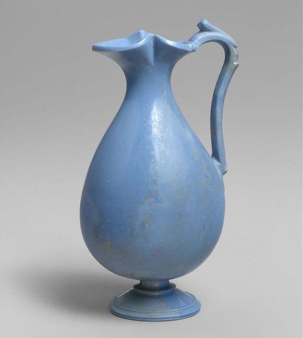 Кувшин из голубого стекла. Древний Рим, I в. до н. э. — I в. н. э. Способ его изготовления до сих пор не до конца изучен