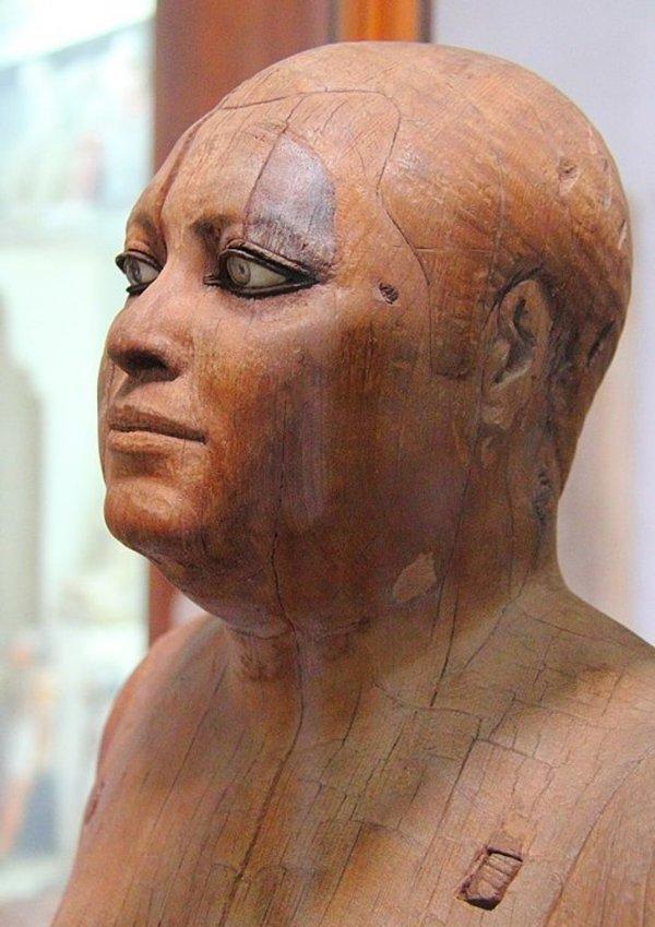 Этой деревянной скульптуре 4 500 лет.