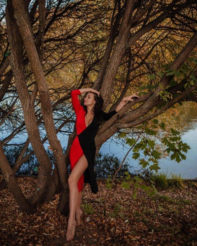 Ярославна Демашко - гражданская жена дрессировщика Эдгарда Запашного в разноцветном платье